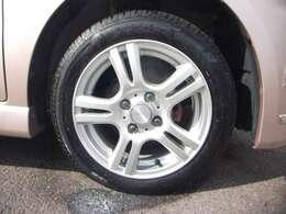 新品タイヤ、社外アルミホイール替えてます。
