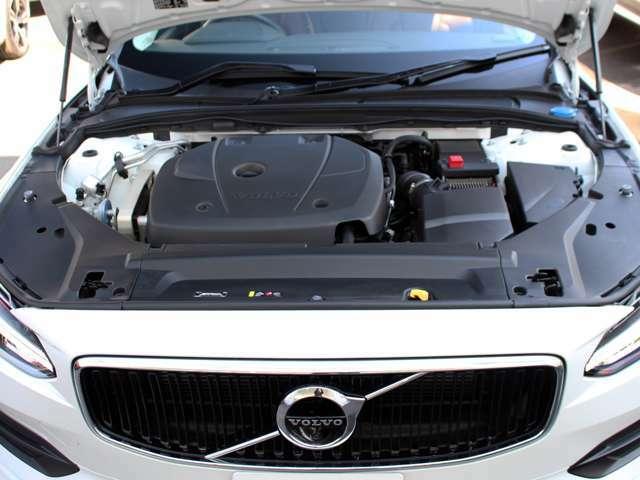 アイシン製8速ATとハイパワー2L直噴ターボのパワートレインがシチュエーションを選ばずドライバーの期待どおりの走りを提供します。