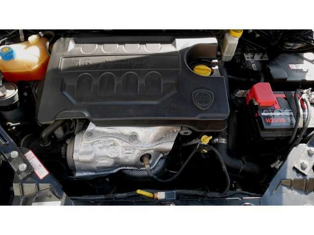 マルチジェットの第2世代にあたるもので、DPF(ディーゼル・パティキュレート・フィルター:黒煙フィルター)も備える、近代的なクリーンディーゼル!