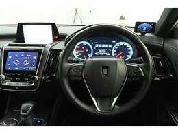 ドライバー目線の画像です。見やすいメーターと操作しやすいスイッチ類がいいですね☆