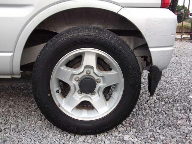 タイヤを変えるだけで印象がガラリと変わりますのでカスタムしてください☆