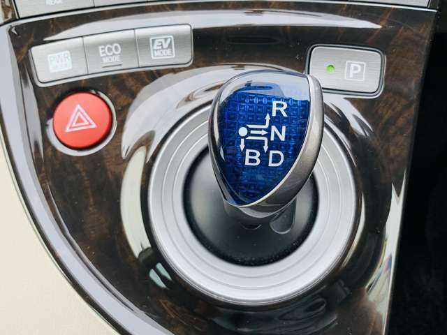 当社展示車に走行距離・修復歴の虚偽は一切ありません!!走行検索システムと厳正な基準を持つ第三者機関のAIS検査を展示車の多くで行っておりますので、安心してお車を探して頂けます。