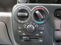 【フロントマニュアルエアコン】お客様ご自身のお好みで、風量・吹き出し口・温度を調整できるエアコンです。