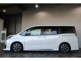 ワンオーナー・アルパイン11インチSDナビ・フルセグ・DVD・BT・ステリモ・リアフリップダウンモニター・ツインムーンルーフ・TRDエアロ・TEIN車高調・トヨタセーフティセンス付です。