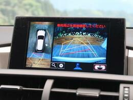 クルマを上空から見下ろしているかのように、直感的に周囲の状況を把握できるモニターを新たに採用。、狭い場所での駐車でも周囲が映像で確認できる。