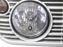 ヘッドライトも綺麗でしょ♪そしてこんな値段の車でも安心の鑑定証付きです!この車は販売店の独自の状態表とは異なり、第三者機関日本自動車鑑定協会のJAAA鑑定書を自信をもって発行しています!!