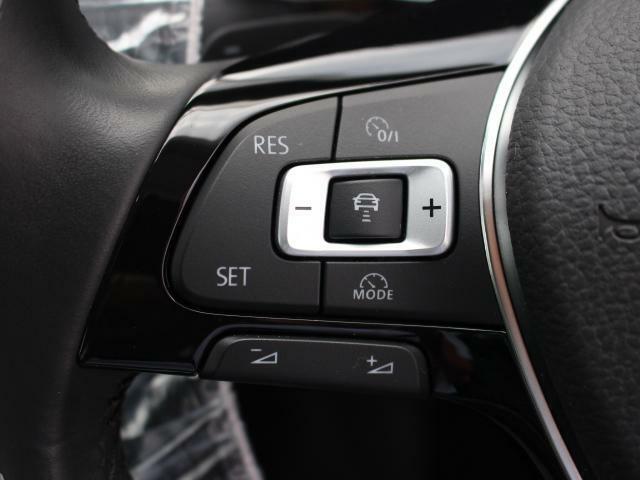 前車追従機能付きクルーズコントロール(ACC)付きです。パドルシフトも付いていますので、熱い走りに瞬時に応えてくれます。