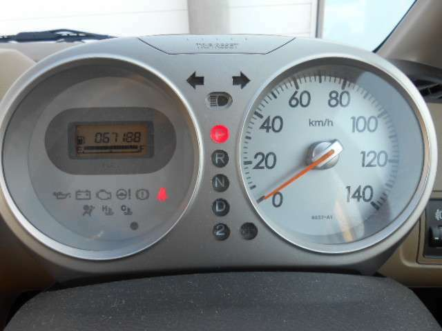 当社でご購入のお車は、納車前の点検時にオイル・オイルエレメント・ワイパーゴムの交換をセットにさせていただいてます。