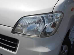 ヘッドライトは研磨仕上げでピカピカになっております。ヘッドライトが綺麗と車がご機嫌に見えますね。お気軽にご連絡ください093-483-3331