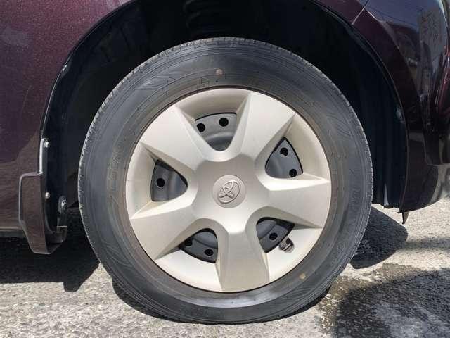 タイヤはノーマルタイヤをはいており、タイヤ山はおおよそ各5分山程度、タイヤサイズは165/70R14、スペアタイヤは積込みです。 電動コーナーポール付きで、動作確認済みですが、おまけ程度にお考え下さい