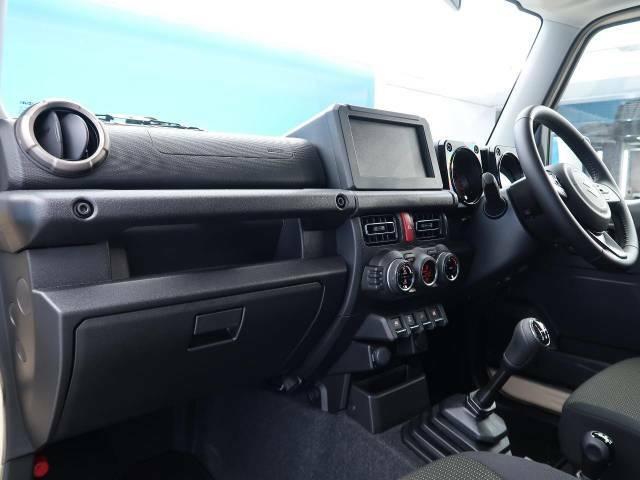 ●国産車ならではの、細部まで作り込まれた、洗練されたデザインです。運転席からの視界は、店頭にてお客様ご自身の目でお確かめください!