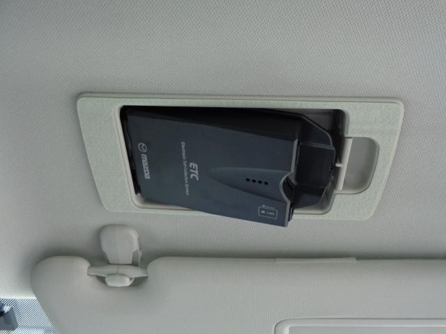 ETC車載器は運転席サンバイザー裏にセットされています!ドライバーの真上にあるので運転姿勢を崩さずにETCカードの出し入れも可能で便利です♪