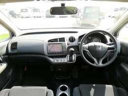 特別仕様車のHDDナビエディション。HIDヘッドライト・クローム調シルバー調ドアハンドルを装備。