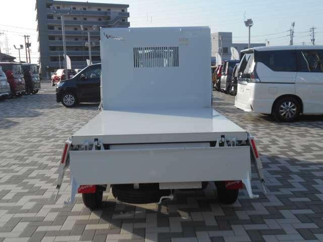 3方開きで、低い床面で優れた耐久性の荷台です☆