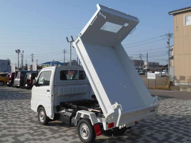 本車両は荷物を運搬、排出のための車両です☆