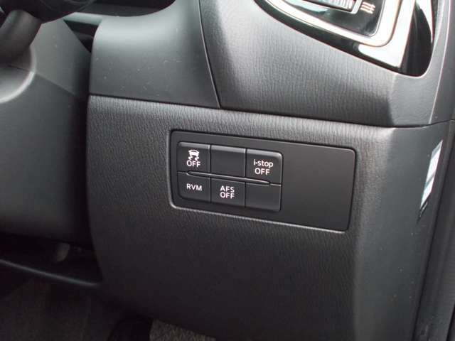 アイドリングストップのオンオフや滑りとめ防止装置のスイッチなどここで操作できます。