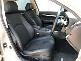 ●黒ハーフレザーシート フロントシートは目立つキズや汚れなども少なくキレイな状態となっております♪