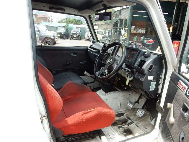 当店ではジムニー専門店として培ったノウハウを出来る限りご納車するお車へ注ぎ込んでお渡しさせて頂いております!その為ご納車までに100キロ程度走行距離が延びる事が御座います、予めご了承下さい<m(__)m>