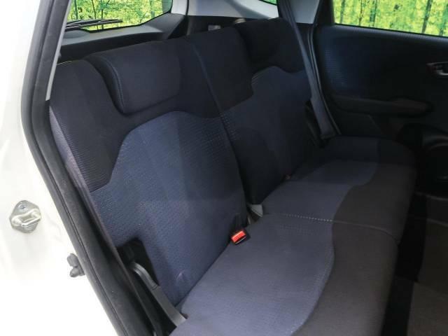 セカンドシートは使用感も少なくキレイな状態です!大人でも快適に乗って頂けます。