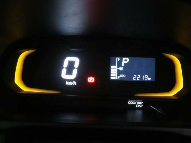 自発光式デジタルメーター。実走距離2219km。エコドライブアシスト照明付きです