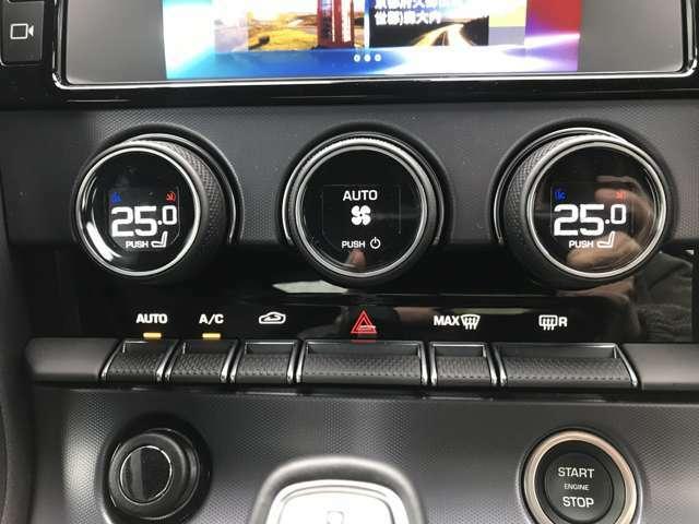 左右独立式フルオートエアコンディショナーなどの先進システムになります。外の気候に関わらず、目的地までリラックスして快適なドライブをお楽しみいただけます。