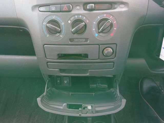 エアコン下部の小物入れにAC100V電源&ETCあります!