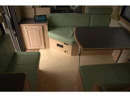 8名乗車6名就寝と広々とした室内空間♪フレミッシュ スポーツ専用シート♪