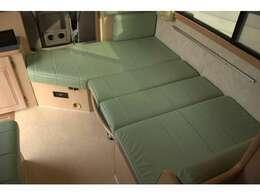 もちろん、シート部もベッドへ展開できます♪