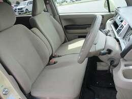 運転席の足元もゆったり広々快適です!
