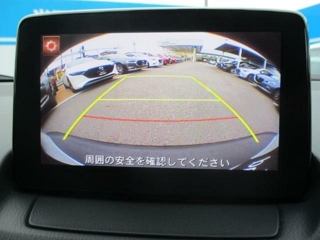 バックカメラを標準装備。駐車場などでの取り回しもスムーズに行っていただけます。