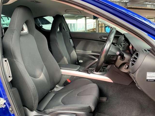 """ロータリーエンジンをイメージしたシートは、""""コンフォータブリータイト(心地よい包まれ感)""""を基本テーマにしているので、座り心地が良いです。"""