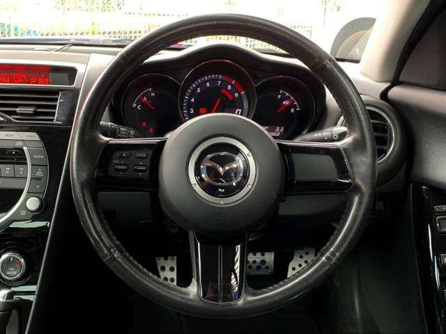 ステアリングスイッチがついているので、手元でオーディオ操作ができて便利です。安全運転にもつながります。