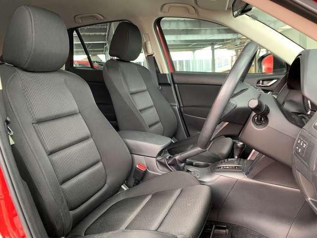 ブラックを基調としたシートは、大きな座面とクッション性がよく座り心地が良いです。運転しやすく、長時間運転していても疲れにくいです。