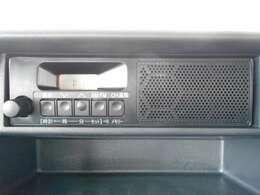 純正ラジオチューナーデッキ。ナビゲーション等をご希望のお客様はお気軽にスタッフ迄お問い合わせ下さい。