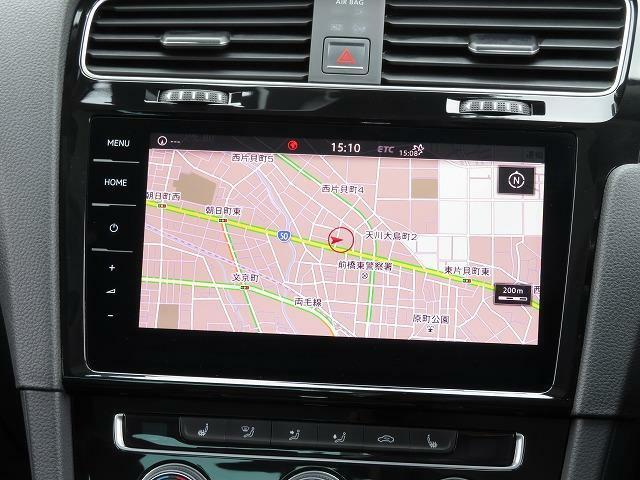Active Info Display:12.3インチの大型ディスプレイによるフルデジタルメータークラスター。高解像度ディスプレイには速度計とタコメーターに加え、数種類のモードから選択したグラフィック