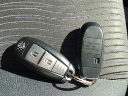 ●リモコンでドアの施錠・開錠が出来てとっても便利なキーレスエントリーを装備☆