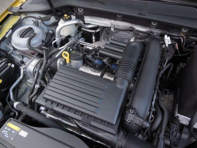 1.4L TSIエンジン。ダイレクトインジェクション(直噴)と水冷式インタークーラー+ターボ(過給)で低回転域からのトルクある走り。ACT(アクティブシリンダーマネジメント)で低燃費を実現。