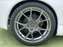SSR製18インチアルミ。タイヤ山もまだまだございます。