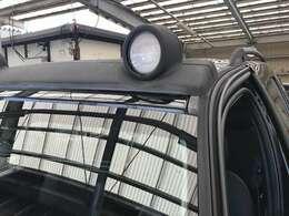 ハイビーム時に点灯するドライビングライトがレネゲードでは標準装備です。
