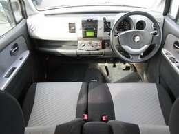 運転席周りに補修跡・焦げ穴がありますが、過度な臭いや汚れはありません☆