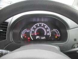スピードメーターが中央にレインアウトされたファインビジョンメーターパネル。