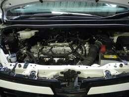 まだまだ綺麗なエンジンルーム!燃費もよしなアイドリングストップ車!