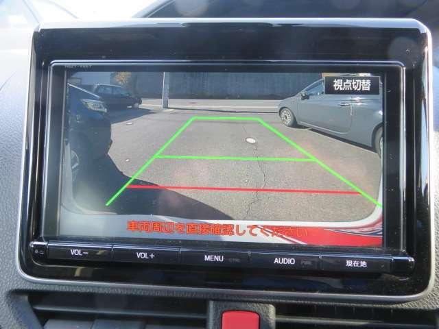 純正9インチナビはSDタイプです。フルセグTVやDVDビデオの視聴も出来ます。もちろんブルートゥースにも対応してます。大きな画面で確認できるバックカメラで狭い駐車場でも