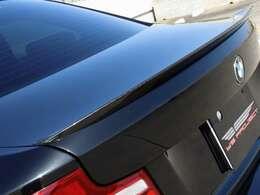 ドライブ時にはハーマンカードンのスピーカー付きなので、高品質な音で音楽を聴きながら走ることができます。