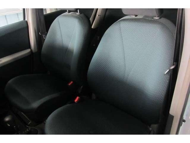 助手席のシートも運転席同様にキレイな状態です!