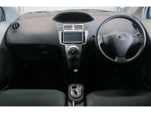 車内は落ち着いたカラーで統一されており異臭も無く清潔感溢れる車内空間です!