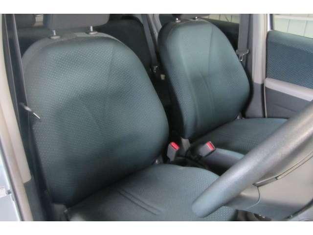 汚れや焦げ穴も無いキレイな座席です!