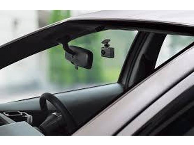 Bプラン画像:コンパクトなドライブレコーダーですので様々なお車に装着可能! 運転の邪魔になりません。