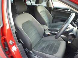 フロントシートはシミなど無く綺麗です。