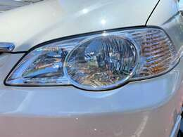 くもりやすいヘッドライトもご覧の通りきれいな状態です♪ヘッドライトが特徴的な車両ですので、ライトのレンズがきれいだと車のイメージもグッと良くなりますよ♪